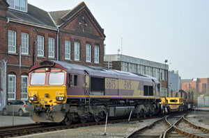 66175 brings in an assortment of wagons on the East Yard trip